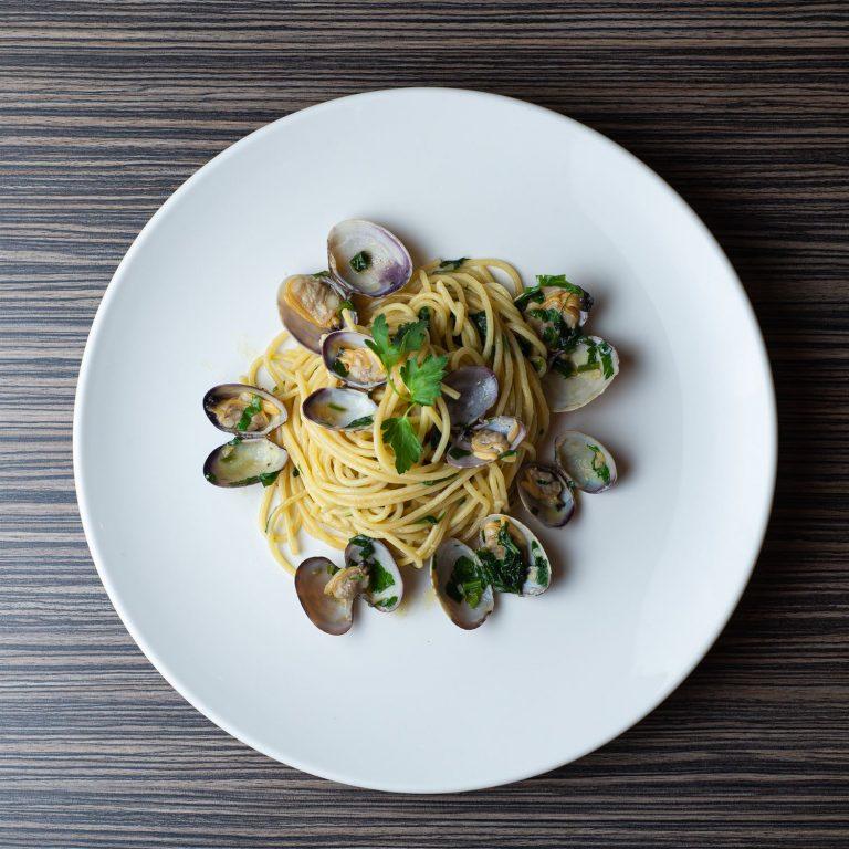 Spaghetti alle vongole - top view